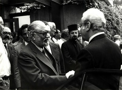 With Javier Pérez de Cuéllar, Secretary-General of the United Nations, 1985 - small